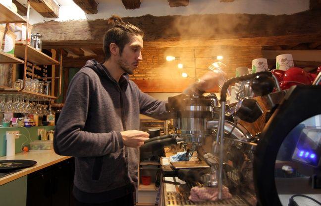 Fred Sauvaget est barista au 1802 Café est une nouvelle adresse de Rennes où sont proposés des cafés de qualité.