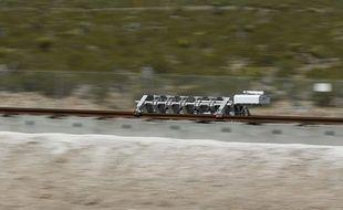 Un «traîneau» démontre la propulsion de l'Hyperloop près de Las Vegas, le 11 mai 2016.