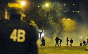 Des supporters du PSG se battent avec la police après le match PSG-OM, le 28 février 2010