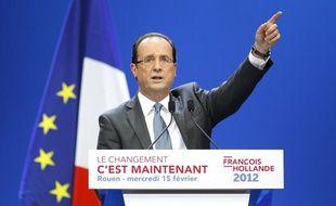 François Hollande lors de son deuxième grand meeting de campagne, à Rouen (mercredi 15 février 2012)