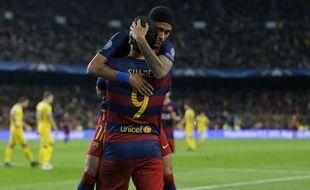 Luis Suarez et Neymar fêtent un but lors du match entre le Barça et le BATE Borisov le 4 novembre 2015.