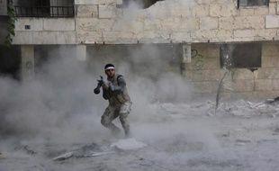 Un rebelle syrien combat à Alep, le 9 octobre 2013