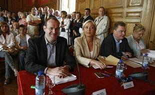 Les frontières Steve Briois et marine Le Pen lors d'un conseil municipal à Hénin-Beaumont en 2009.