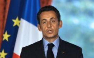 """L'Etat apportera une garantie """"payante"""" des prêts interbancaires jusqu'à 320 milliards d'euros et consacrera jusqu'à 40 milliards d'euros pour recapitaliser les banques qui seraient en difficulté, a annoncé lundi le président français Nicolas Sarkozy après un Conseil des ministres extraordinaire."""