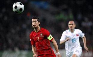Tous deux victorieux lors de la journée d'ouverture de l'Euro-2008 samedi, la République tchèque et le Portugal (Gr.A), qui s'affronteront au stade de Genève (16h00 GMT), visent la qualification pour les quarts de finale dès mercredi.