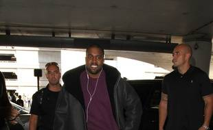 Le rappeur Kanye West à l'aéroport de Los Angeles