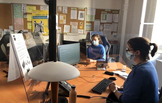 Des écoutantes du fil santé jeunes, le 18/11/2020 à Paris.