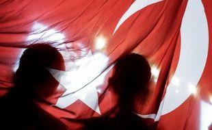 Des sympathisants du président turc Erdogan, le 15 juillet 2016 à Istanbul