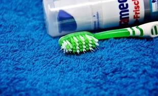Le Triclosan est présent dans la plupart des dentifrices industriels (illustration).