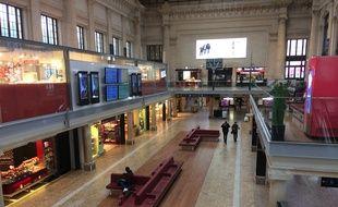 Le hall de la gare Saint-Jean est quasiment désert ce mardi matin.