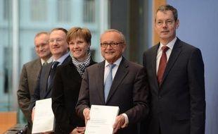 """Les cinq """"sages"""" allemands, économistes de haut rang qui conseillent le gouvernement, ont démenti vendredi avoir été sollicités par le ministre allemand des Finances pour plancher sur des propositions de réformes pour la France, comme l'ont affirmé des médias."""