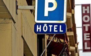 Un panneau de signalisation d'un hôtel. (photo illustration)