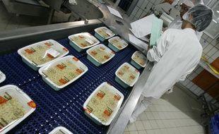 Illustration. La Cuisine centrale des cantines scolaires prŽpare les repas des Žcoles Toulousaines. 6/09/2010
