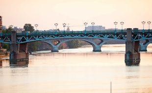 La noyade a eu lieu près du Pont Saint-Pierre, à Toulouse.