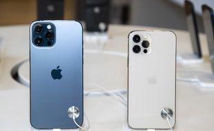 Des iPhone 12 Pro et iPhone 12 Pro Max dans une boutique de Nice.