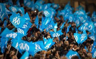 Des drapeaux à l'effigie de l'OM à Marseille le 29 novembre 2015.