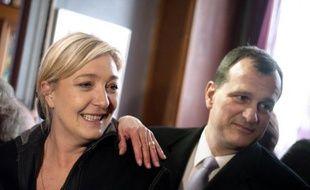 """Louis Aliot, vice-président du FN, a estimé lundi que l'UMP allait """"très certainement imploser"""" après la présidentielle, ajoutant qu'""""en l'état actuel des choses"""" une consigne de vote de Marine Le Pen ne pourrait pas être autre chose que """"ni Sarkozy, ni Hollande""""."""