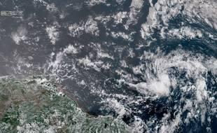 L'ouragan Beryl se situe en bas à droite de l'image.
