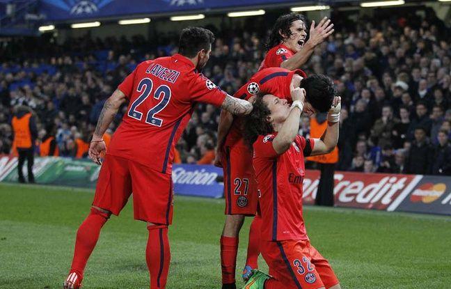 L'équipe du PSg célèbre le but de David Luiz contre Chelsea le 11 mars 2015