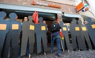 Strasbourg, le 7 octobre 2009. Des anciens salariés de France Télécom manifestent après la vague de suicides qui a frappé l'entreprise.