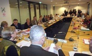 Toute la semaine, la discussion va se tenir dans les instances syndicales sur le projet d'accord issu de la négociation-marathon menée jusqu'à vendredi soir.