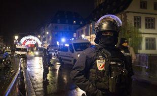 Les forces de l'ordre présentes sur les lieux de l'attentat à Strasbourg.