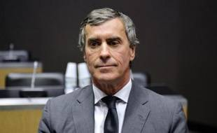 Jérôme Cahuzac, au coeur du plus gros scandale de l'ère Hollande, s'est appliqué mercredi à dédouaner le gouvernement et le président de la République, en répondant - ou en refusant de répondre -, le ton traînant, à la commission d'enquête parlementaire.