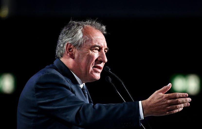 Soupçons d'emplois fictifs au MoDem : Bayrou mis en examen pour complicité de détournement de fonds publics