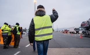 "Un ""gilet jaune"" sur un barrage. Illustration."