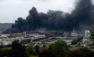 Le feu est désormais éteint à Rouen dans l'usine Lubrizol.