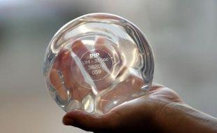 Un implant mammaire de la société PIP