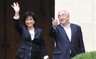 """Anne Sinclair """"est dans une relation avec Dominique Strauss-Kahn privée, intime, qui nous échappe. La norme affective n'existe pas. Je n'ai pas le droit de la juger et je pense que les femmes ont tort de la juger"""", selon Sophie Marinopoulos."""