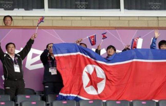 Le coup d'envoi du match du tournoi de football dames des jeux Olympiques entre la Colombie et la Corée du Nord à Glasgow mercredi a été donné avec plus d'une heure de retard en raison d'un problème autour du drapeau nord-coréen, a constaté l'AFP.