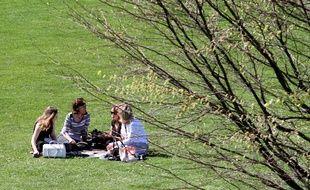 Deux parcs de Lille seront ouverts plus tard pour profiter de la fraîcheur du soir.