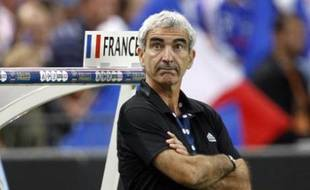 France's soccer team coach Raymond Domenech watches during his team's World Cup 2010 qualifying soccer match against Serbia at Stade de France in Saint-Denis, northern Paris, September 10, 2008. REUTERS/Charles Platiau (FRANCE)