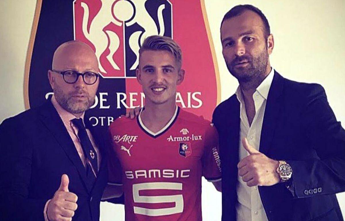 Benjamin Bourigeaud prend la pose avec son nouveau maillot, en compagnie notamment de son agent Danijel Ljuboja (à d.). – Instagram Danijel Ljuboja