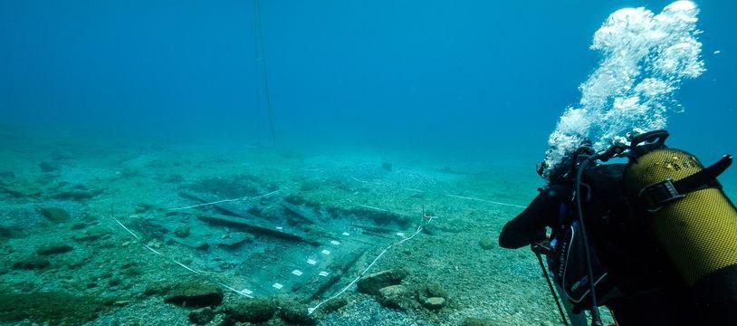 Le Port de Pomègues 4 a été découvert près du Frioul. Il a été ré-enterré sous le sable pour le protéger.