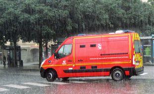 Illustration de l'intervention des pompiers ici lors d'un violent orage à Rennes.