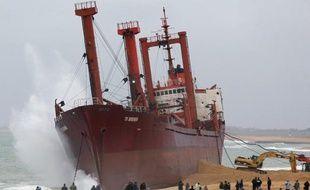 La qualité des huîtres de la ria d'Etel, concernées par un arrêté d'interdiction de commercialisation après l'échouement du cargo TK Bremen, s'est encore améliorée, a indiqué jeudi la préfecture du Morbihan.