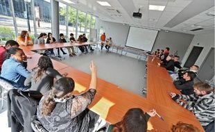 Sur l'île de Nantes, 24 stagiaires viennent d'intégrer l'Ecole de la deuxième chance.