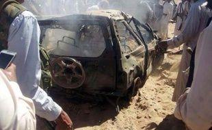 Une voiture où voyageaient trois membres présumées d'Al-Qaïda, calcinée par un drone le 26 janvier 2015 à l'est de Sanaa, au Yémen