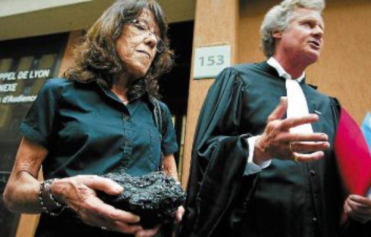 La veuve de José Francisco Andrade Serrano et son avocat, Jean-Marc Rinck, en mai 2011. –  C. VILLEMAIN / 20 minutes