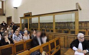 Le procès de l'assassin et violeur présumé d'Agnès, 13 ans, retrouvée brûlée en novembre 2011 au Chambon-sur-Lignon, s'est ouvert mardi à huis clos devant les assises des mineurs de Haute-Loire, à la grande déception de la famille de la collégienne.