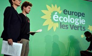 Les porte-parole d'Europe Ecologie Les Verts (EELV)  Sandrine Rousseau (G) et Julien Bayou, lors du congrès fédéral du parti à Pantin le 11 juin 2016.