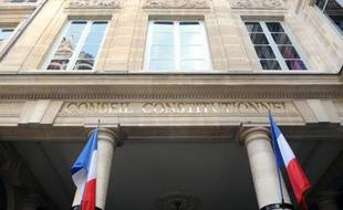 Le Conseil constitutionnel a censuré jeudi une loi de ratification d'un accord franco-roumain de février 2007 organisant le retour dans leur pays d'origine de mineurs roumains isolés, jugeant qu'elle présentait des garanties insuffisantes en termes de voies de recours.