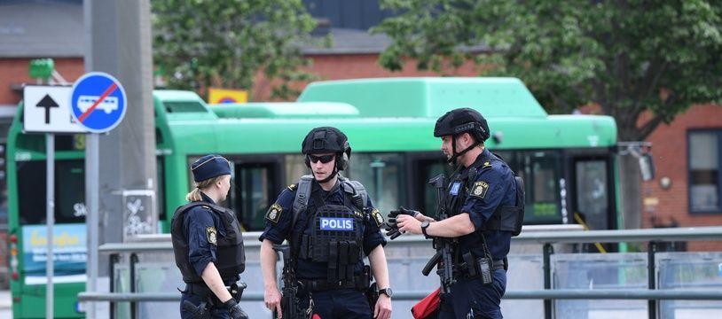 La gare de Malmö, en Suède, a été bouclée après qu'un homme a menacé de faire sauter une bombe.