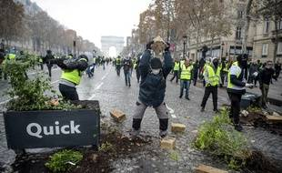 Des heurts ont éclaté sur les Champs-Elysées