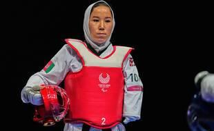 Zakia Khudadadi est la première femme afghane pratiquant le taekwondo. Elle a pu participer aux Jeux paralympiques de Tokyo après s'être enfui de son pays.