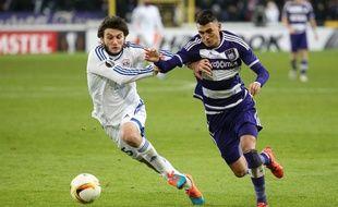 L'attaquant argentin Matias Suarez (à droite).