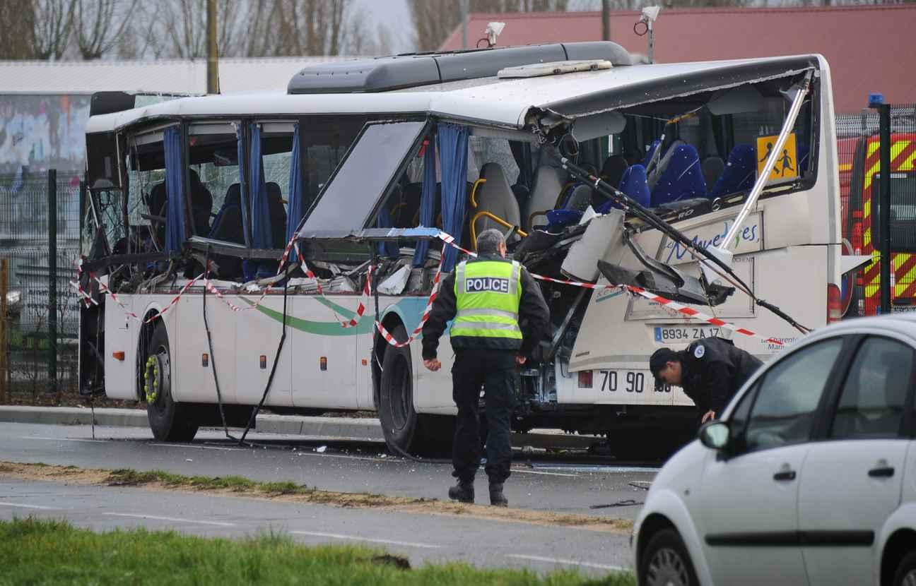 rochefort ce que l 39 on sait sur l 39 accident entre un car et un camion qui a fait six morts. Black Bedroom Furniture Sets. Home Design Ideas
